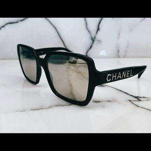 CHANEL NEVER BEEN WORN SUNGLASSES
